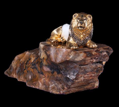 Сувенир Лев из золота с бриллиантами, сапфирами, жемчугом и окаменелым деревом, артикул suvenir-lev - Baskrin