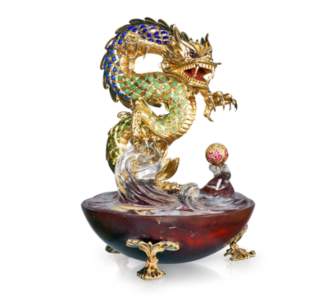 Сувенир Дракон из золота с рубинами, бриллиантами, сапфирами, стеклом и поделочными камнями, артикул suvenir-drakon - Baskrin