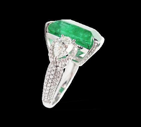 Кольцо из белого золота с бриллиантами и изумрудом, артикул 33263 - Baskrin