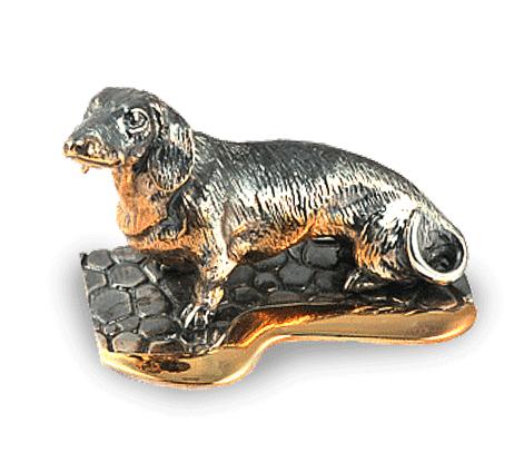 Сувенир из серебра с чернением и золочением, артикул taksa-na-podstavke - Baskrin